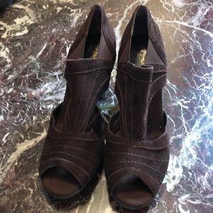 Comfortable suede brown Padded foot bed Heels